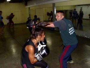 HPIM2243-img-kickboxing-tae paow- yoharis V y Jose Jauregui